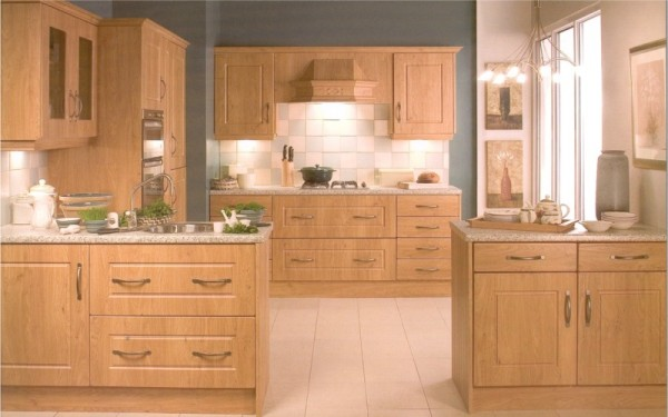 The Westport Pippy Oak kitchen design is available from Gee's Kitchens, Wardrobes & Flooring of Kildare.